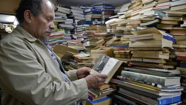 Dustbin man builds free library of thrown away books